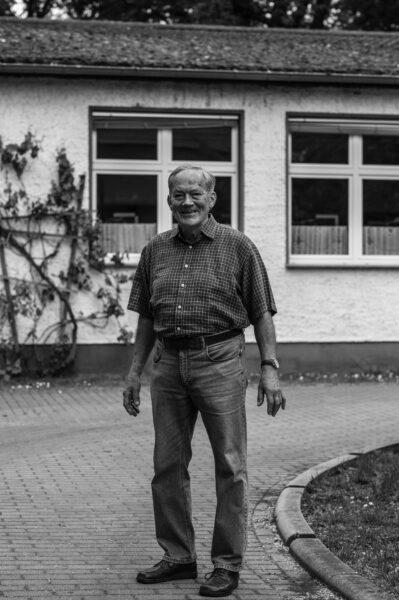 Norbert Kroker, ehemaliger Leiter der Erich-und-Charlotte-Garske-Schule in Görsdorf bei Beeskow auf dem Campingplatz am Springsee