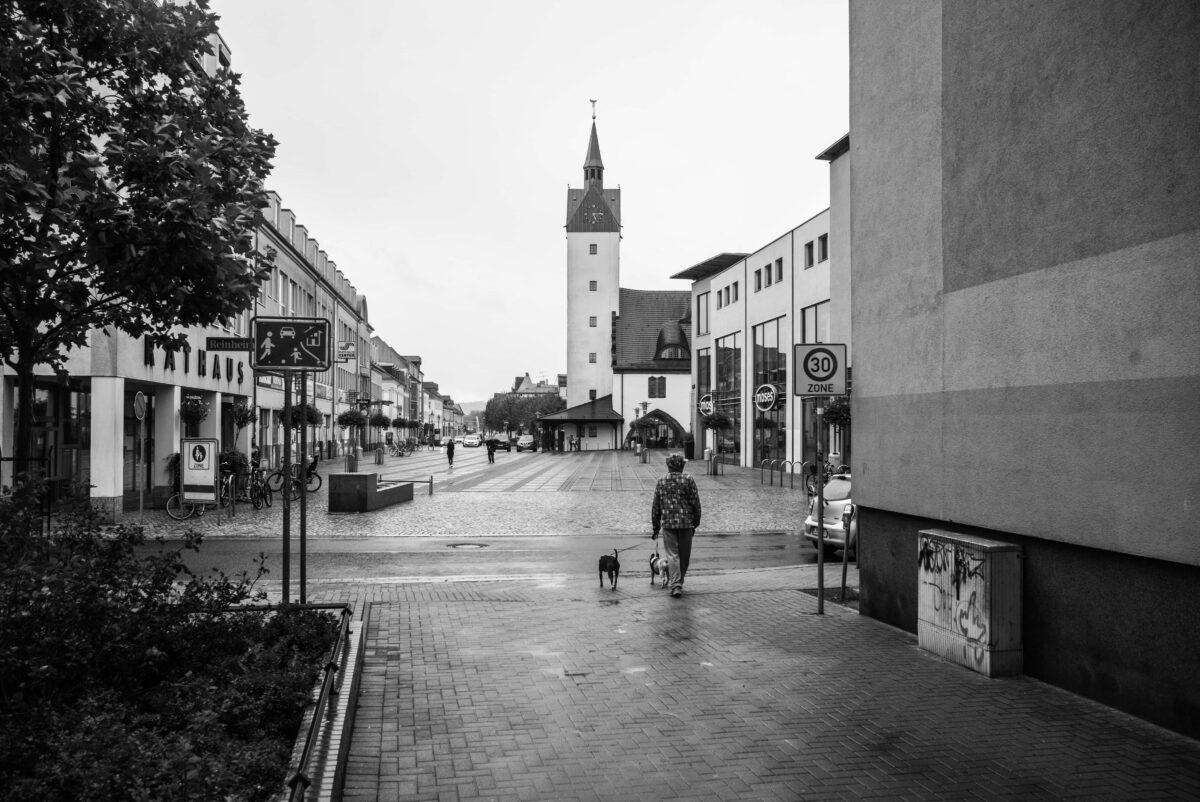 Das Alte und das neue Rathaus (links) von Fürstenwalde
