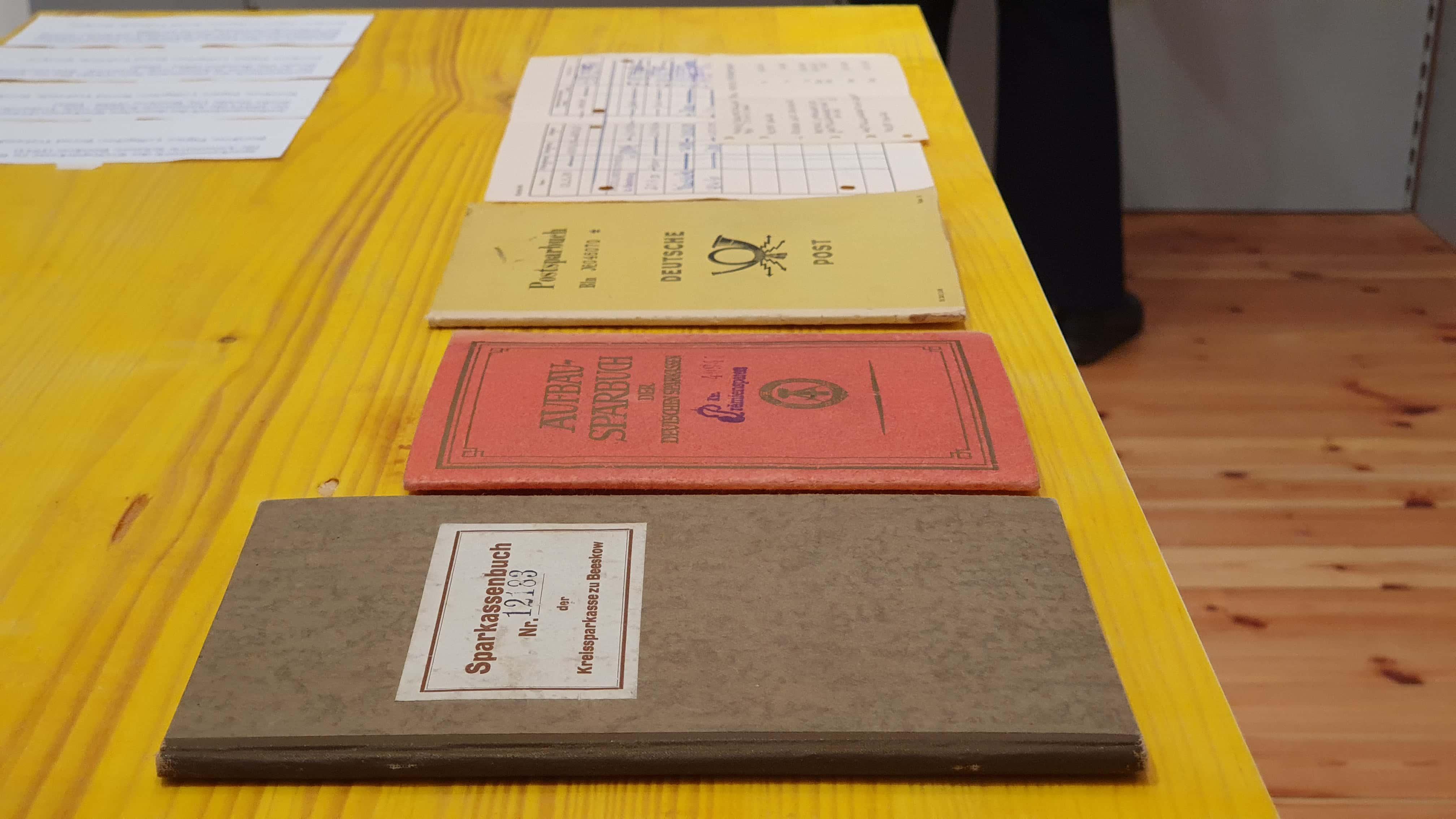 Alte Sparkassenbücher und Sparbücher