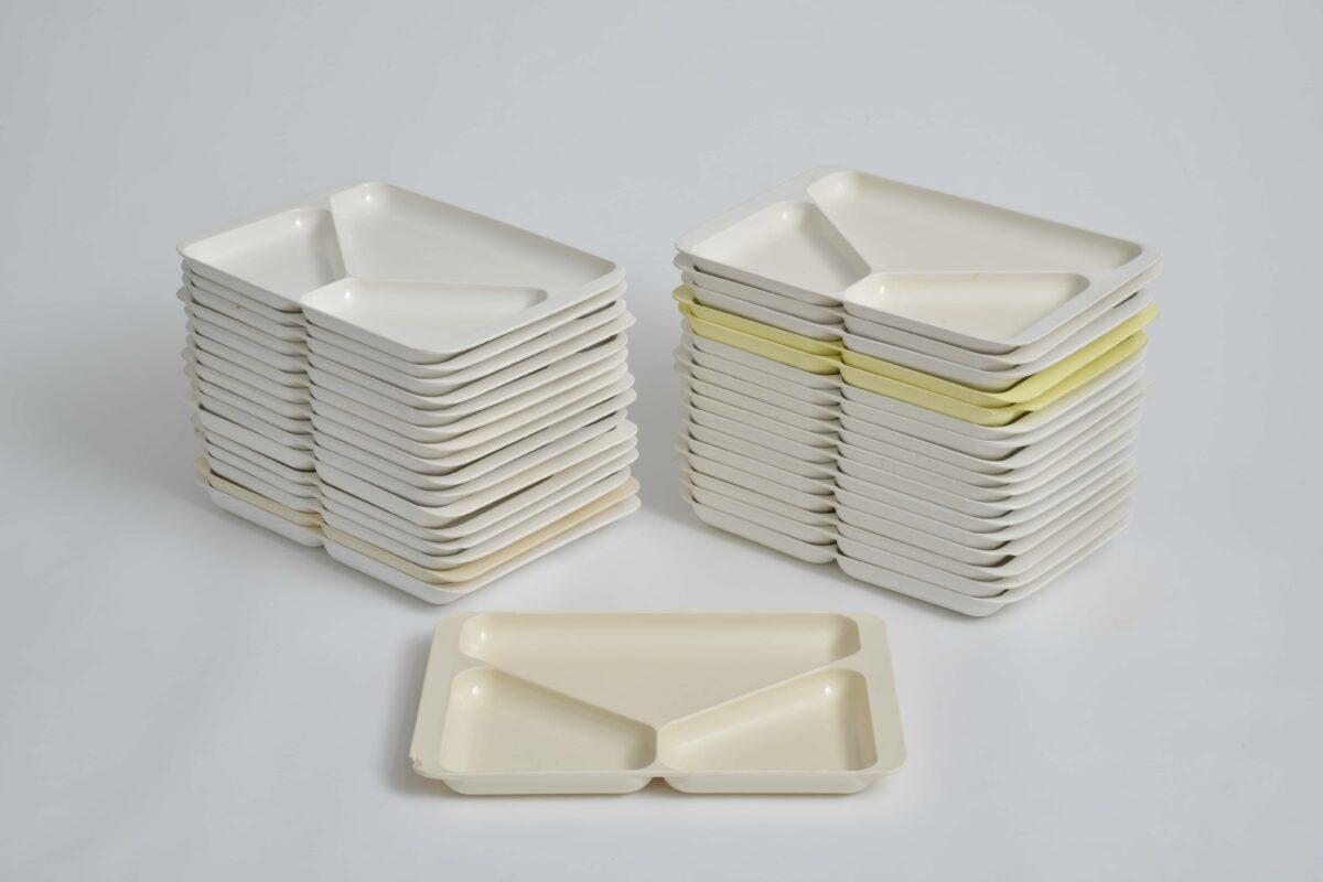 Stapelbare Portionsteller aus DDR-Produktion