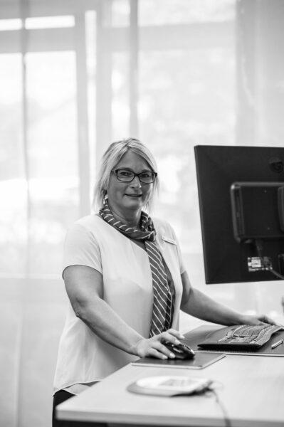 Liane Detert leitet die Geschäftsstelle der Sparkasse Oder-Spree in Erkner